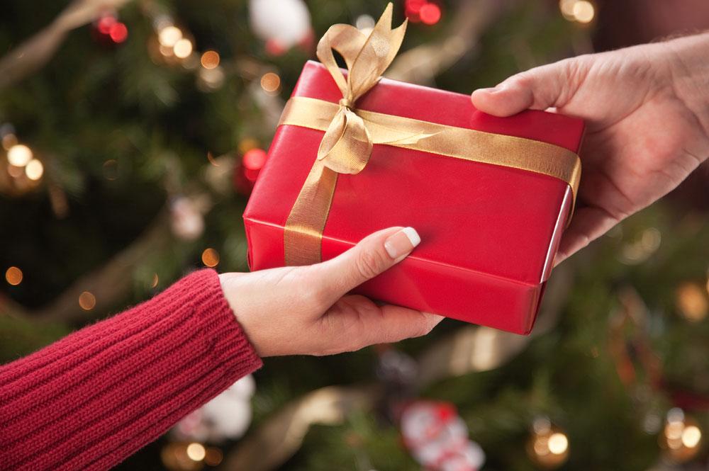 Как передать подарок