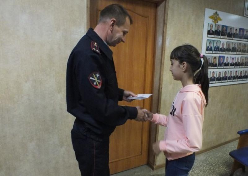 В Еткуле полицейские торжественно вручили паспорта юным гражданам Российской Федерации
